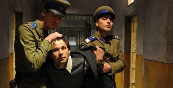 cele mai bune filme românești, Mănuși roșii (2010)