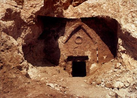 1980 photo of Talpiot Tomb by Amos Kloner.