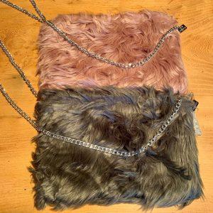 Shaggy Faux Fur Clutch Bag – Pink