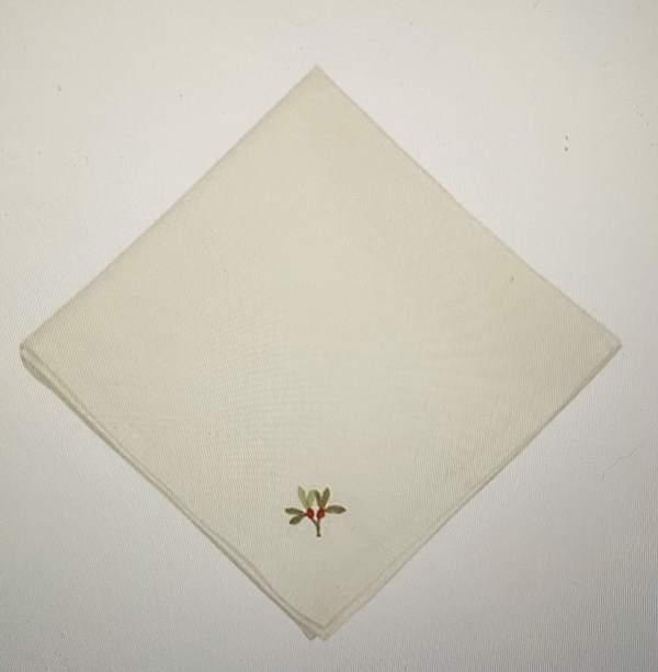 Pack of 4 White Napkins with Embroidered Holly
