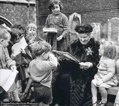 Maria Montessori teaching children