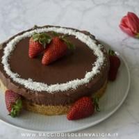 Torta senza cottura cioccolato e fragole