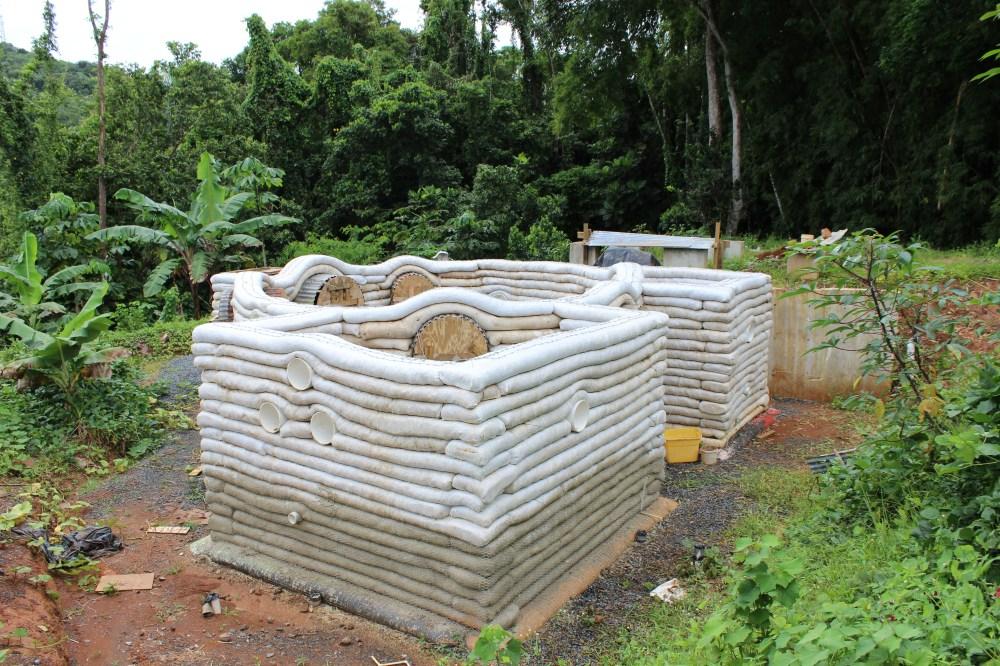Earthbag house under construction at Plenitud Eco-Iniciativas.