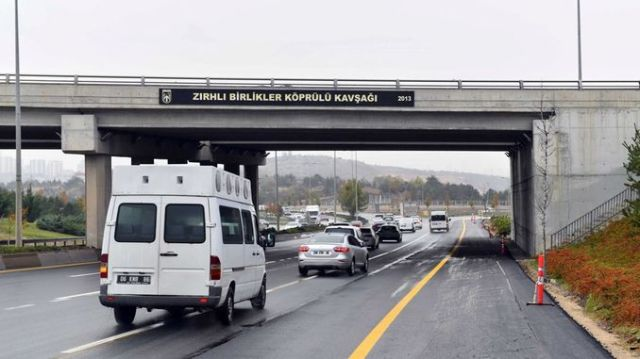 zirhli birlikler kavsagi altindaki yol trafige acildi
