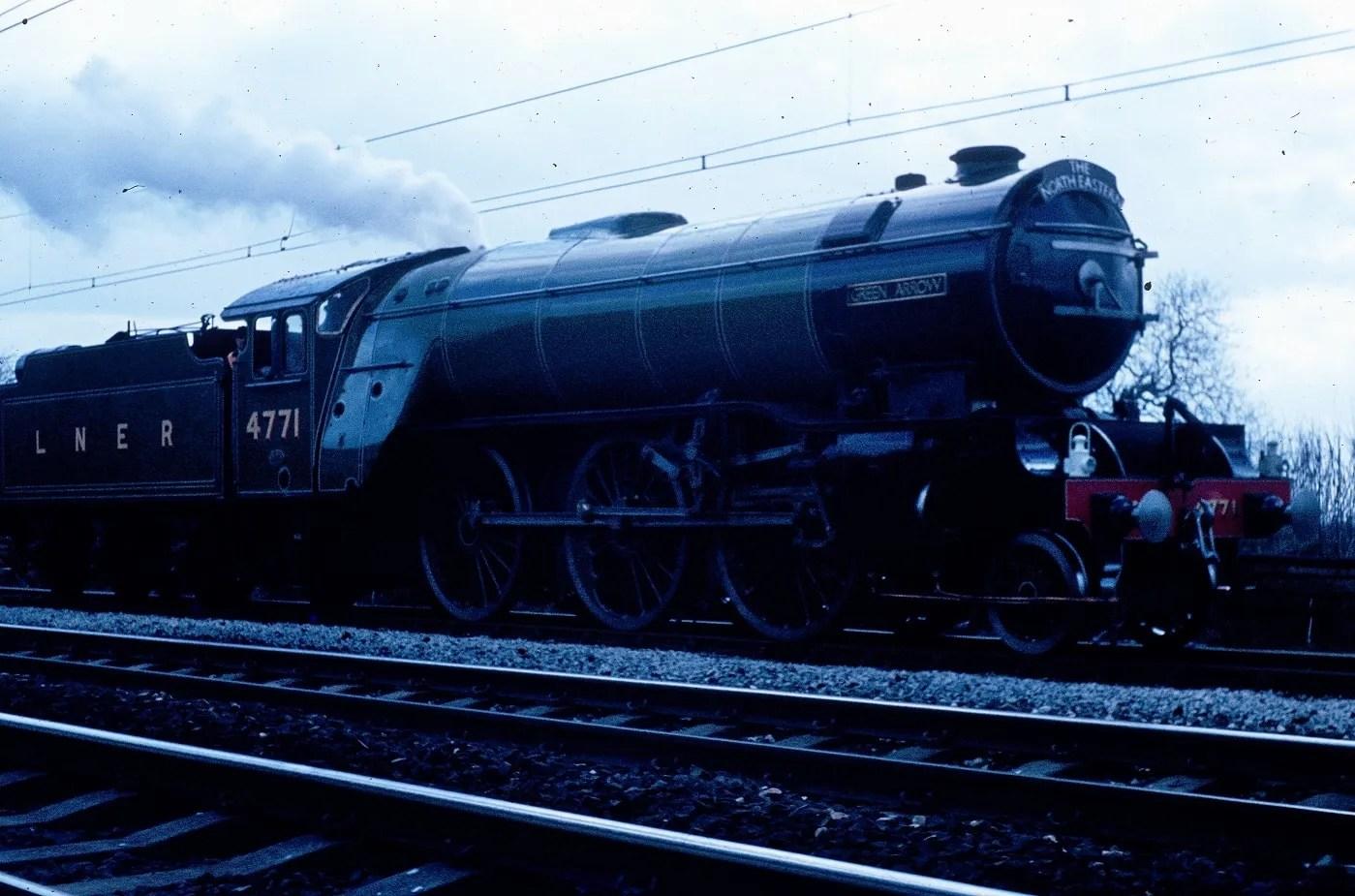Green Arrow 4771 V2 locomotive