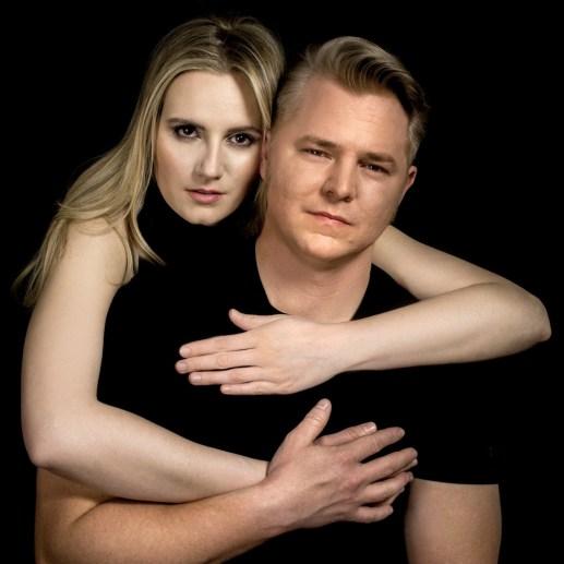wie die Stars. Prominentes Paar-Porträt nachgestellt.