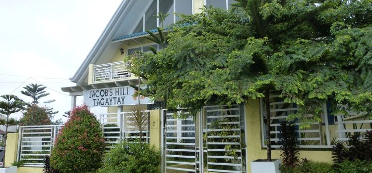 JACOB'S HILL TAGAYTAY | Bed and Breakfast with a Fantastic View of Taal