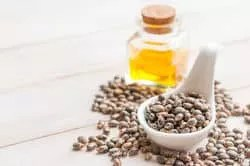 Castor oil for hair growth image-431951320-.jpg
