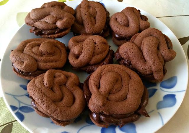 chocolate cream swirl biscuits