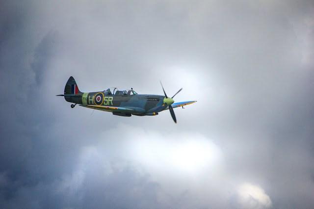 war plane in flight