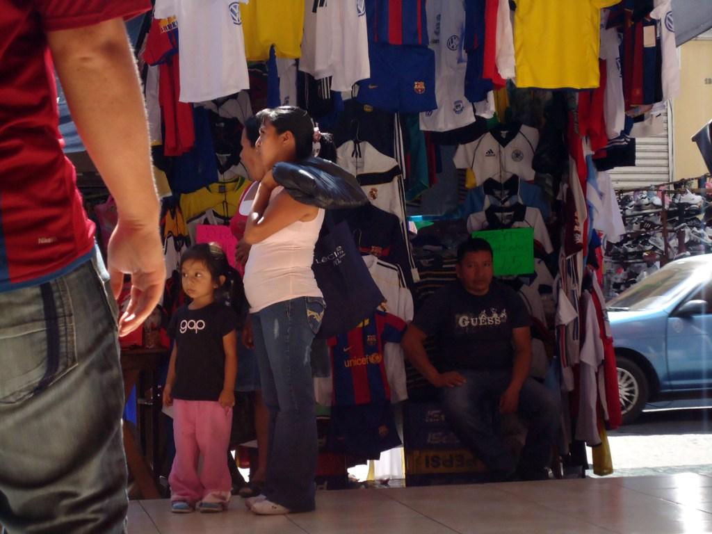 Street vendors, guess and gap