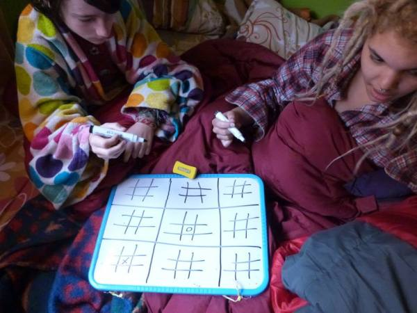 Miro and Xavia playing tic-tac-toe