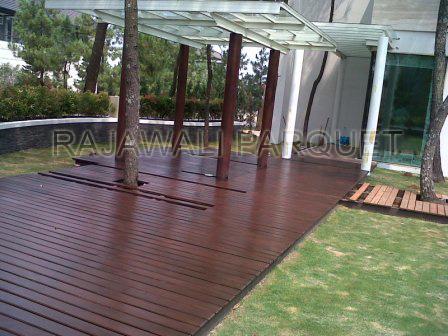 pemasangan lantai kayu halaman