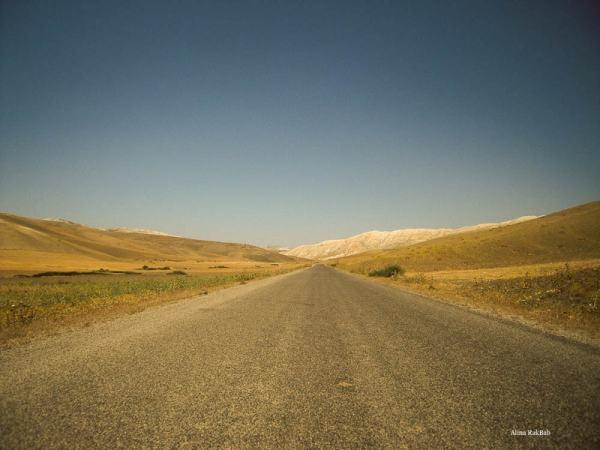 route droite horizon ciel bleu montagne plateau maroc