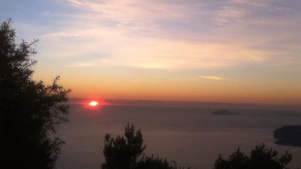 rêve et réalité coucher de soleil mer ciel voiles de nuage