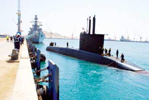 Indian-Navys-dieselelectric-attack-submarine-INS-Shishumar-at-Port-of-Duqm-in-Oman