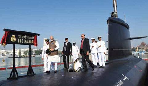 PM-Narendra-Modi-while-embarking