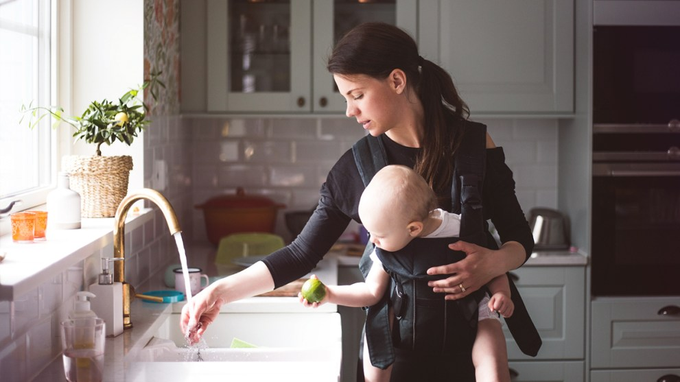 7 Useful Gifts for New Moms