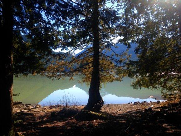 trail end lake island mountains