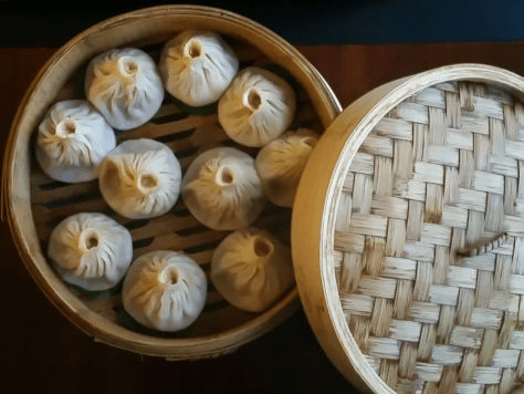 Steamed dumplings stuffed with crab meat