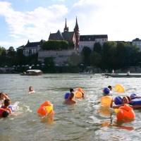 Rheinschwimmen in Basel «zämme dr Bach ab»