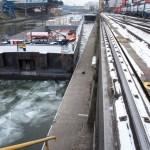 Eisbrechen im Hafen Basel