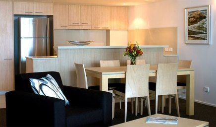 One Bedroom Suite dining