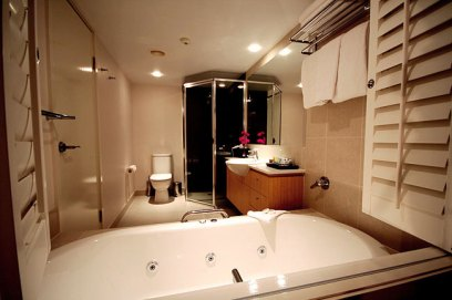 Hotel Spa Room bathroom