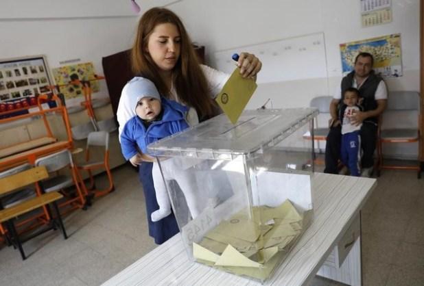 حزب المعارضة الرئيسي في تركيا يشكك في شرعية الاستفتاء على تعديل الدستور