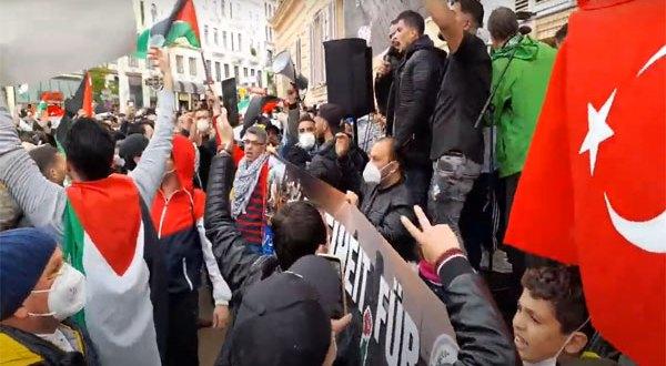 اليوم – بالفيديو مظاهرة حاشدة في فيينا احتجاجًا على الانتهاكات الإسرائيلية للأقصى