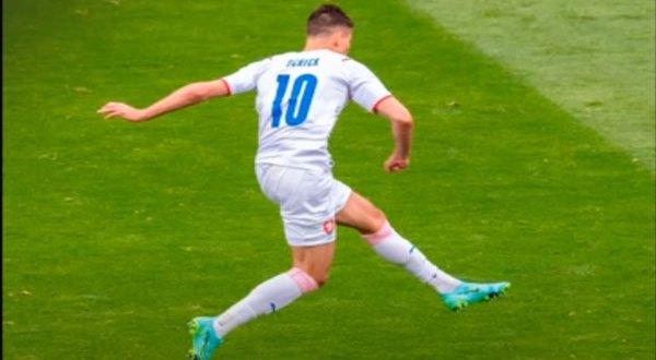 """بالفيديو – هدف مذهل في مباراة التشيك واسكتلندا لم تشهد بطولات """"اليورو"""" مثله من قبل"""