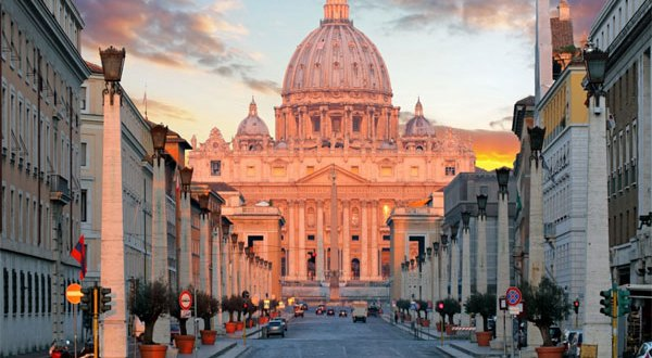 الفاتيكان يكشف لأول مرة عن ممتلكاته العقارية. أكثر من خمسة آلاف عقار خلاف سفاراته في العالم