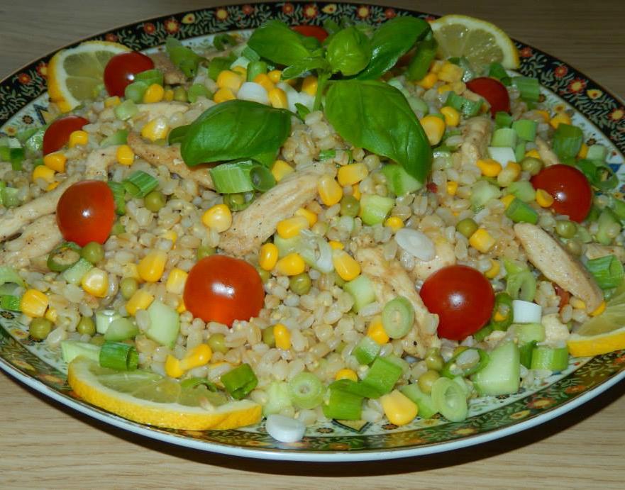 Gezonde tarwekorrel salade met kip