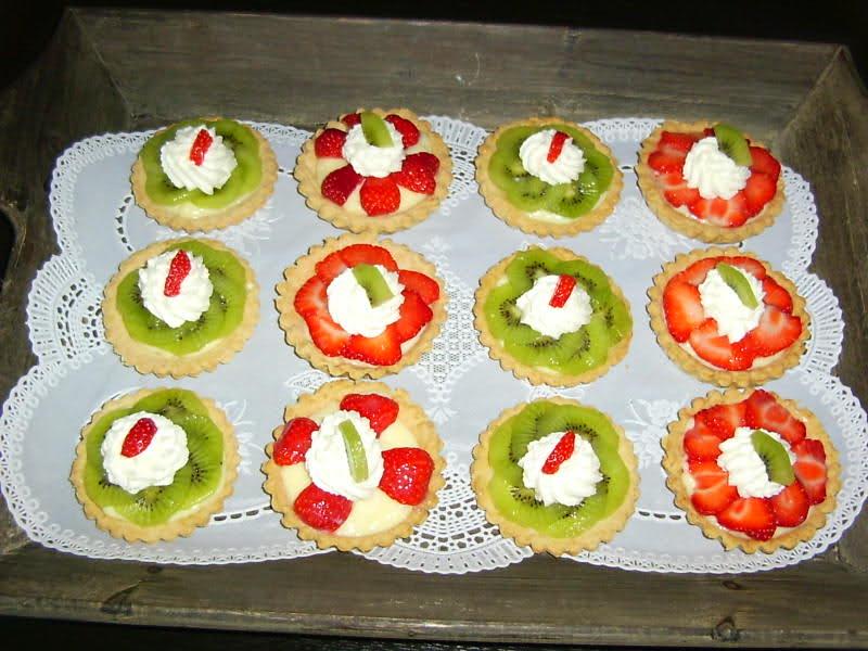 Tarteletjes met banketbakkersroom en fruit