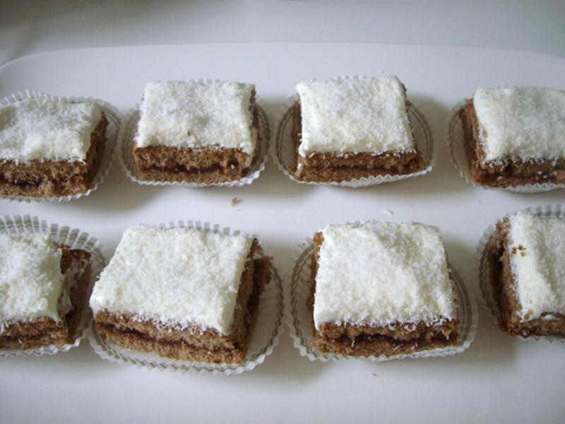 Chocolade gebakjes met slagroom