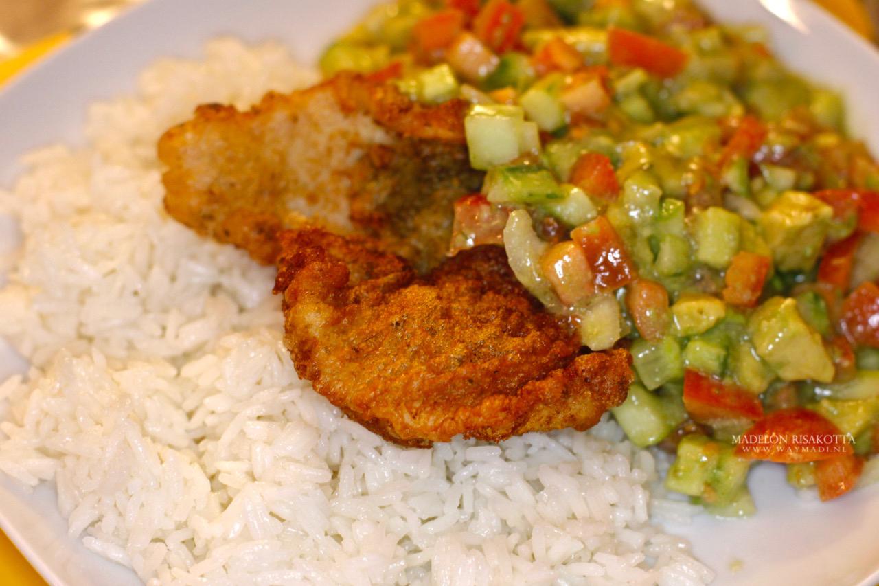 gebakken vis arabische rijst avocadosalade