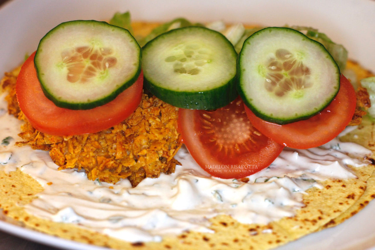 halal chickenstrips tahina yoghurt saus maistortilla