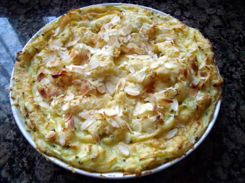 Bloemkoolschotel met aardappel en kaas
