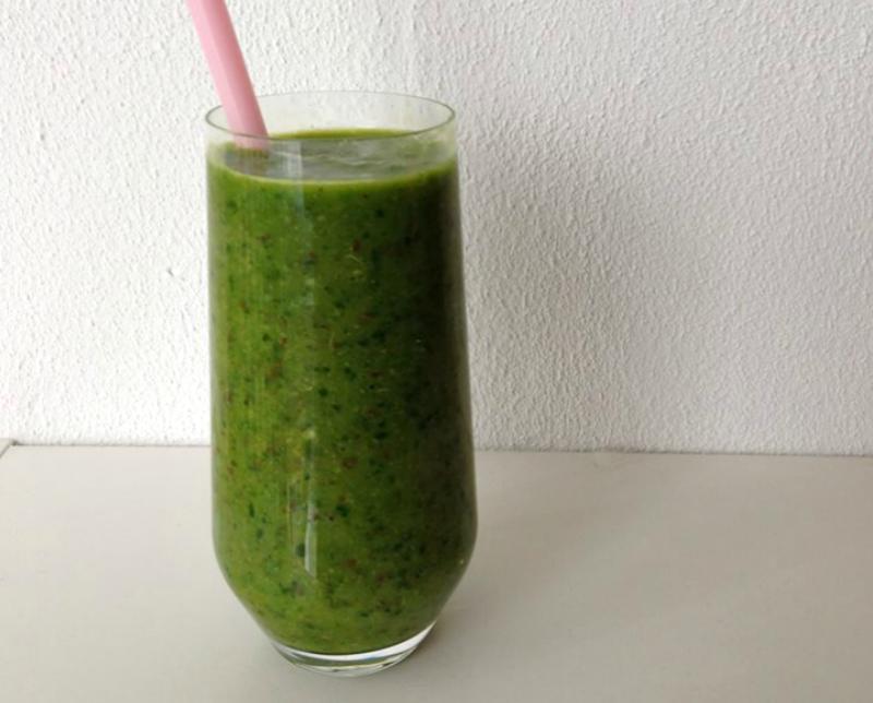 Groene smoothie met spinazie en banaan