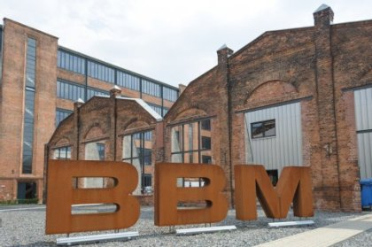 Where the VEB Bergmann Borsig once built power turbines on the northern outskirts of Berlin in Wilhelmsruh, the halls of BBM are now standing – both domestic and international artists prepare here for big tours.