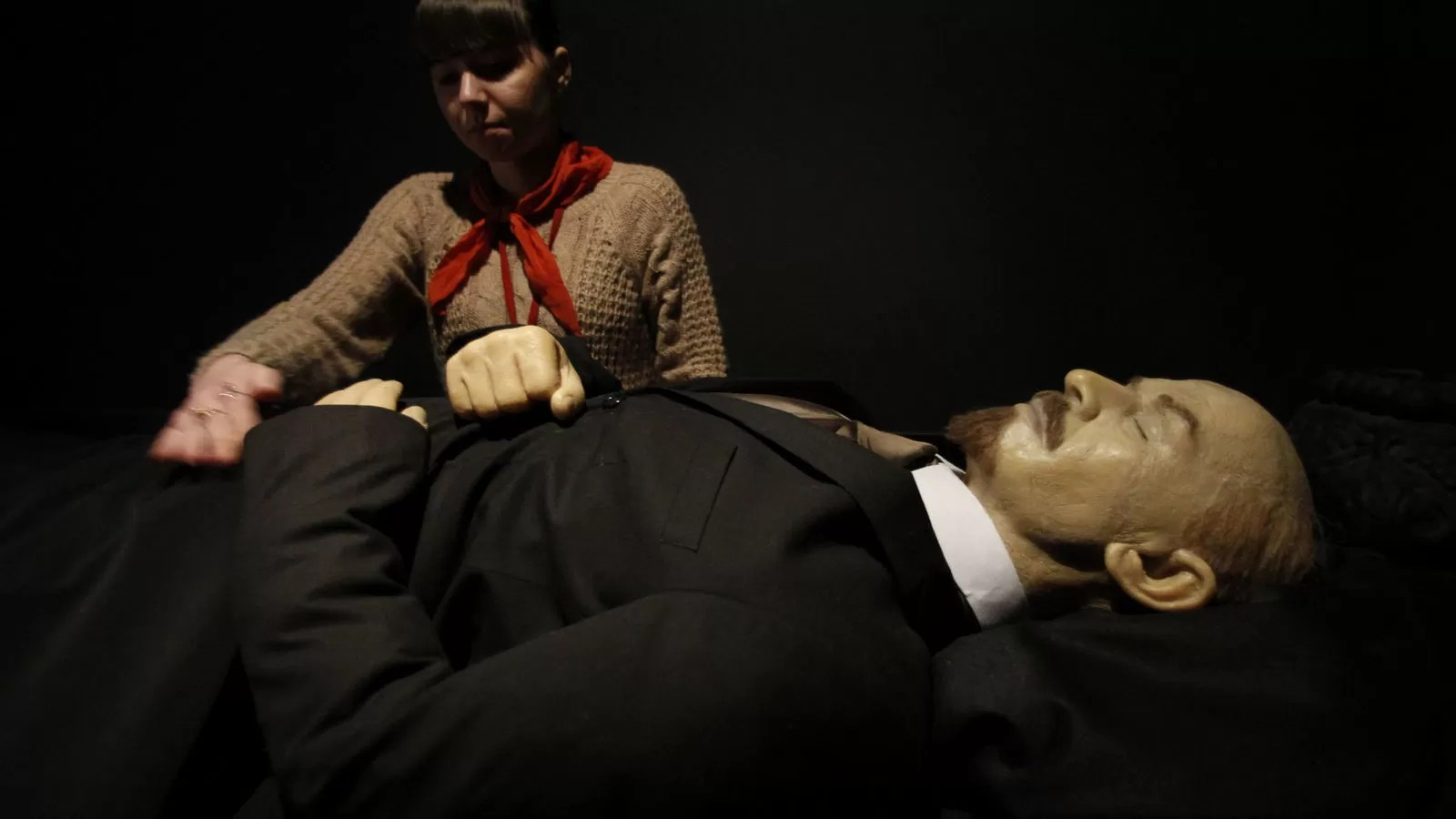 CORONAIDEAS La momia de Lenin para pagar la factura del coronavirus