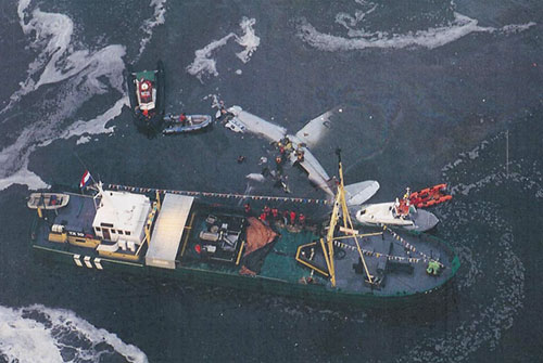 Dakota airplane, shortly after crash on Lutjeswaard by IJsbrand Wildeman (The 1996 Dakota-crash in the Wadden Sea)