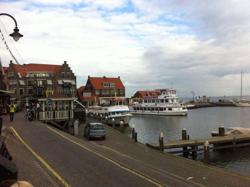Harbour view door Simone Tijdink (The disaster made me look, the stories made me see A fieldwork report on the Volendam Café Fire)