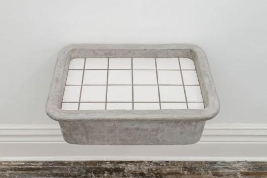张如怡,《倒影》,混凝土、铁、泥土和瓷砖, 63.5 x 46.5 x 26 cm,2016 / Zhang Ruyi, Reflection, Concrete, iron, soil and ceramic tiles, 63.5 x 46.5 x 26 cm, 2016