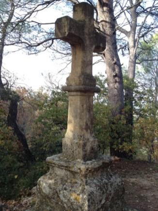 Croix devant la chapelle