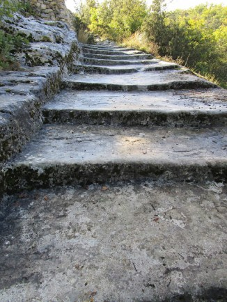 marches creusées dans le roc