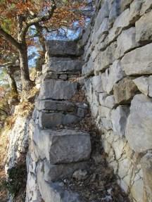 Escalier pour accéder au niveau supérieur