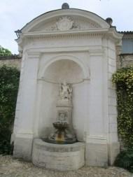 19 Fontaine du jardin de la mairie