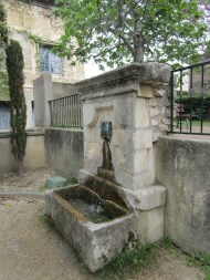 40 Fontaine du bourg merdeux