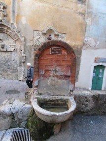 13 Fontaine des Augustins